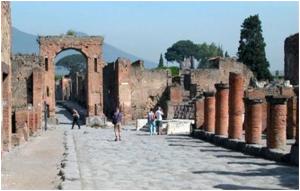 Turismo: guide oggi in piazza a Pompei e Venezia