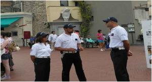 Chiedeva soldi in strada a Capri per bimbi malati, bloccato