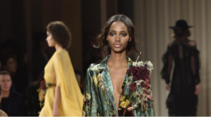 Tendenze: Scognamiglio, donna-farfalla contro modelle brutte