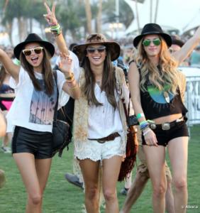 """Vestitevi ispirandovi ai look: più glamour del mondo """"Coachella Festival"""""""