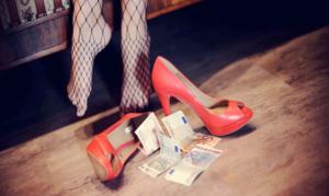 """Giro di prostituzione nella zona orientale di Salerno, """"Caccia ai clienti vip"""""""