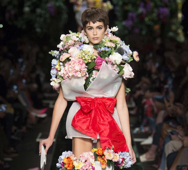 newest 1e363 d6ca6 Tendenza : la ballerina vestita di fiori di Moschino   Capri ...