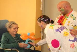 """'Un sorriso per gli anziani"""", medici e clown contro demenze"""