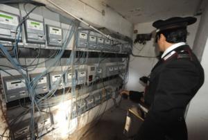 Acerra: carabinieri denunciano intera palazzina allacciata abusivamente alla rete pubblica elettrica e idrica