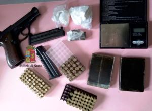 Ponticelli, irruzione a casa di una coppia: nascondevano armi e droga. Due denunce