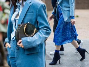 Il blu Klein, il blu China, il blu elettrico colori tendenza primavera 2018