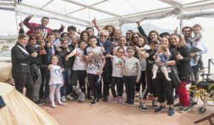 """I bambini del reparto onco-ematologico del Pausilipon, in barca nel golfo di Napoli grazie """"all'evento Navigare"""""""