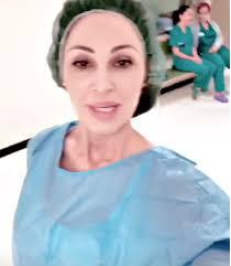 Anna Tatangelo, nuovamente zia: assiste al parto e sviene