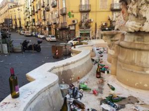 Fontana di Monteoliveto: riempita di rifiuti, e usata addirittura come alcova.Vergogna!