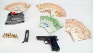 Cercola: catturato rapinatore seriale di supermercati, a casa aveva armi e soldi