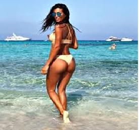 Federica Nargi a Formentera sfoggia un un bikini da urlo e i fan, hai un lato b che è uno spettacolo