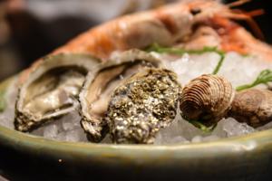 Giochi con drink, evoluzione dell'ostrica nel ristorante Habitué di Nola