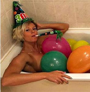 Federica Pellegrini, nuda in vasca per i suoi 30 anni: 'Sono i nuovi 18'