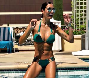 Elisabetta Gregoraci in vacanza a Las Vegas sfoggia un bikini mozzafiato