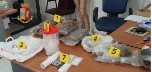 Torre Annunziata: maxi blitz polizia,arresta due giovani che deteneva Armi e droga