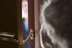 Truffava anziani: 36enne agli arresti domiciliari