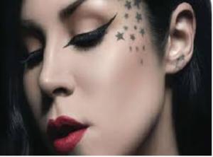 Tendenze: Una tatuatrice ha creato l'eyeliner liquido più venduto negli States