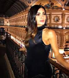 Federica Nargi, posta sul social uno scatto in cui indossa un abito nero attillato e il pancino inizia a vedersi