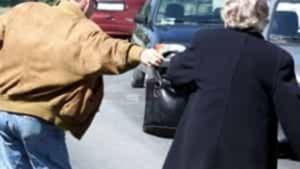 Rapina un anziana che ha appena ritirata la pensione: arrestato balordo