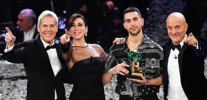 """Sanremo fa la rivoluzione: Vince Mahmood, io italiano al 100%. Bertè quarta, """"l'Ariston insorge"""""""
