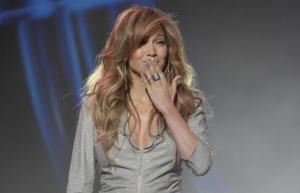 Jennifer Lopez presto sposa sfoggia anello fidanzamento
