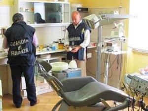 Capodimonte: falso dentista scoperto e denunciato dalla Gdf