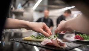 Oltre 5mila chef per la piu' grande cena francese del mondo