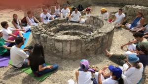 """Lezioni di Yoga: al Parco Archeologico dei """"Campi Flegrei"""""""