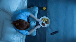 Mangiare tardi puo' contribuire all'aumento di peso
