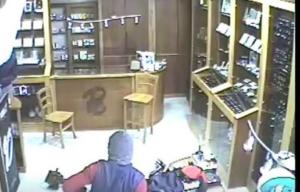 Rapinarono gioielleria per comprarsi la cocaina, tre arresti