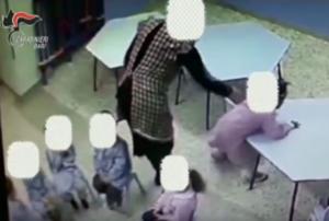"""Alunni di infanzia schiaffeggiati e legati: """"maestra condannata"""""""