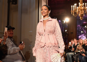Rihanna, a Parigi il primo pop up store di Fenty