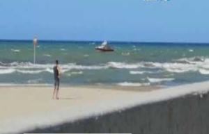 Disperso in mare quindicenne allontanatosi con materassino