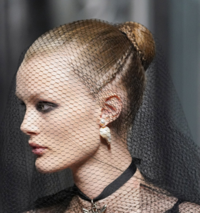 Sposa col velo, acconciature e trucco secondo Dior