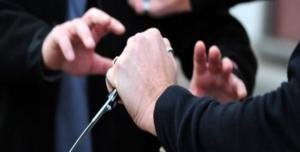 Minaccia la sorella con un coltello: per avere denaro, arrestato 44enne