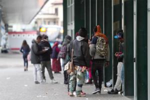 """Napoli: baby gang, crescono nello """"Stato che non c'è"""" schiaffi ai passanti"""