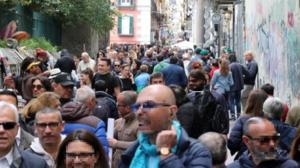 Boom di turisti per le strade di Napoli: nel week-end di Ognissanti