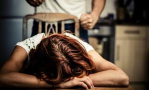 Caserta: narcotizza la moglie e ne abusa, arrestato orco 53enne