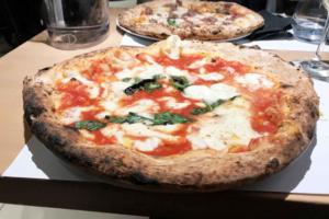 Mondo festeggia la pizza:  monumento nazionale da 15 miliardi