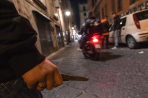 16enne accoltellato da baby gang a Napoli: non e' grave