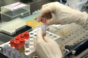Coronavirus Campania, negativi i tamponi sulle persone a contatto con i primi due casi