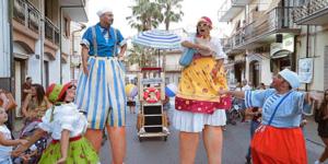 Carnevale all'Edenlandia, con la performance itinerante Tipi da spiaggia