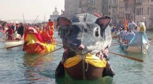 """Oltre 7 mila al corteo di barche del """"Carnevale di Venezia"""""""