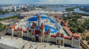 """Mosca, apre la Disneyland del Cremlino: il più grande parco divertimenti """"al chiuso"""" del mondo"""