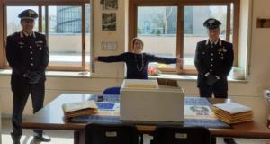 Maria la Carità : Carabinieri supportano scuola elementare nella consegna di notebook per lezioni a distanza