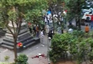 Sangue sulla Movida: extracomunitario ferito a coltellate in piazza Bellini. È grave