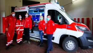 della Croce Rossa al Cotugno: arriva un'ambulanza con una barella di biocontenimento