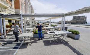 """Napoli: i ristoranti del lungomare si preparano alla festa di """"apertura"""""""