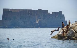 Tornano i tuffi anche a Napoli: ma è allarme racket della sosta
