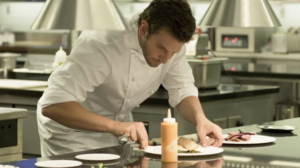 A cena con gli chef, la scuola di alta cucina arriva a casa